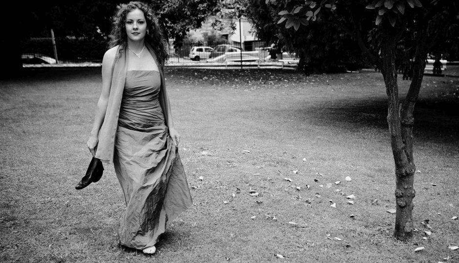 ELISABETH GILLMING,  mezzo-soprano